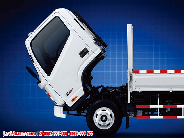 Xe tải Jac 1.99 tấn cabin Isuzu lật 70 độ